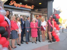 Madam Mayor cuts the ribbon